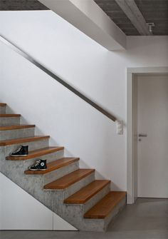 Staircase Design Modern, Home Stairs Design, Modern Stairs, Interior Stairs, House Design, Cottage Staircase, House Stairs, Concrete Staircase, Concrete Houses