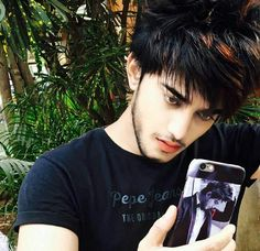 Ł.... Indian Boy, Arab Fashion, Social Media Stars, Boys Dpz, Girl Pictures, Khan Khan, Stylists, Handsome, Poses