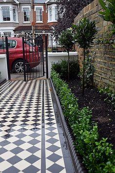 victorian-black-and-white-mosaic-planting-bark-charcoal-rope-edge-path-london-fu… - Modern Front Garden Path, Front Path, Garden Paths, Victorian Front Garden, Victorian Terrace, Victorian Houses, Terrace House Exterior, Victorian Mosaic Tile, Garden Railings
