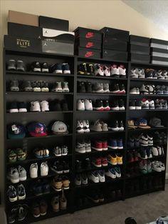 Unfamiliar shoe storage ideas for dorm rooms on this favorite site Shoe Wall, Shoe Room, Shoe Closet, Sneaker Regal, Shoe Storage Shelf, Storage Ideas, Hat Storage, Sneaker Storage, Hypebeast Room