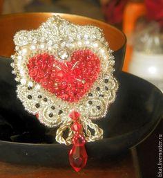 """Купить Брошь """"Дела сердечные"""" барокко вышитая брошь - Бижутерия, брошь, сердце, сердечко, вышивка"""