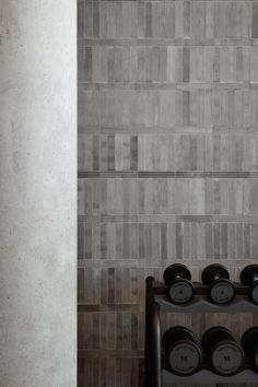 Dubai Design District gains a new warehouse gym inspired by brustalism and underground fight clubs. Think lots of concrete and copper. Gym Interior, Retail Interior, Interior Design, Luxury Interior, Warehouse Gym, Dream Gym, Concrete Bricks, Gym Design, Fitness Design