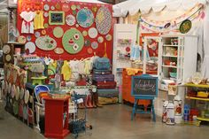 Love this display setup. And done entirely without the use of a table! - The Farm Chicks Show Wanderlux by All Things Artsy, via Flickr