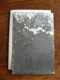 Versant II.  Michel BUTOR & Paul de PIGNOL. Etant l'Etna. Dessins de P. de Pignol. Rouen, L'Instant perpétuel, juillet 2013. 15 x 11 cm, 32 p., ill., en feuilles sous couv. illustrée à rabats. ISBN 2-915848-31-9. E.O. Tirage limité à 99 ex. numérotés, tous signés par M. Butor et P. de Pignol. Les 6 premiers comportent chacun un collage original signé de M. Butor, et un Versant noir, dessin original signé de P. de Pignol. Les 3 premiers comportent en outre un manuscrit autographe de l'auteur.