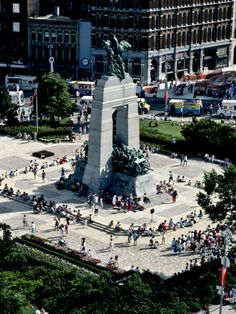 size: Photographic Print: A High Angle View of Canada's War Memorial in Ottawa by Kenneth Ginn : Quebec, Ottawa Ontario, Canada Ontario, Ottawa Canada, Torre Cn, Columbia, Windsor London, Toronto, Montreal Canada