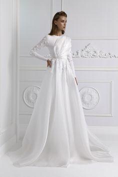 Golden Lace Dress, Elegant Dresses, Nice Dresses, Muslim Wedding Dresses, Dress Wedding, Hijab Dress Party, Evening Dresses, Prom Dresses, Moroccan Dress