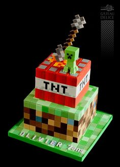 Looking for Minecraft cakes? Look no further than these 11 Amazing Minecraft Birthday Cakes your kids will go crazy over. Get Minecraft cake ideas here. Minecraft Party, Pastel Minecraft, Minecraft Birthday Cake, Minecraft Crafts, Cake Minecraft, Minecraft Printable, Mindcraft Cakes, Gateau Harry Potter, Amazing Minecraft