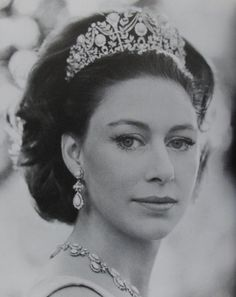Late sister of Queen Elizabeth II, Princess Margaret in the turquoise tiara Princesa Margaret, Royal Crowns, Royal Tiaras, Royal Life, Royal House, Pippa Middleton, Prinz Philip, Reine Victoria, Margaret Rose