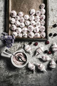Blackberry raspberry meringue kisses