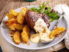 Filetsteak mit Limetten-Chili-Hollandaise und Knusperkartoffeln The pimped Tastes great with the crispy potatoes and filet! Sausage Recipes, Egg Recipes, Potato Recipes, Casserole Recipes, Meat Appetizers, Appetizer Recipes, Healthy Eating Tips, Healthy Recipes, Filet Steak