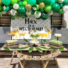 {BALLOONS} How cool is Max's Wild One first birthday party? The jungle inspired balloons were created by @blowoutballoons. 🐆🐆🐆 For more…