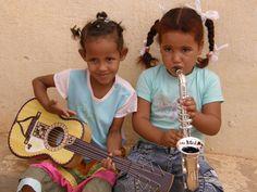 Entrega en Sáhara con la colaboración de la Organización Juvenil Española (2010).