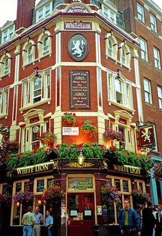 White Lion Pub, London Student Tours, Student Travel, Travel Around The World, Around The Worlds, Paris Winter, Best Pubs, London Pubs, Southern Italy, Group Tours