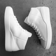 """ECCO X the last conspiracy | #thelastconspiracy #eccoxtlc #ecco #collaboration #sneakers #directinjected #comfort #sneakerhead #sneakeraddict #purewhite…"""