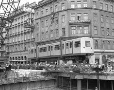 Die Wiener U-Bahn ist 45 Jahre alt  Auftakt am 3. November 1969 am Karlsplatz Scenery Pictures, Old Pictures, Karlsplatz, U Bahn, Vienna Austria, Commercial Vehicle, Public Transport, Alter, Old World