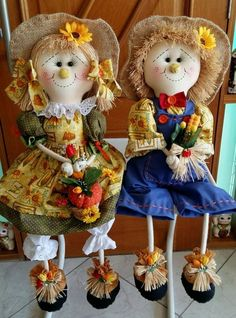 It is not easy but the practice leads to perfection. Scarecrows For Garden, Scarecrow Crafts, Fall Scarecrows, Halloween Door Decorations, Harvest Decorations, Halloween Sewing, Halloween Crafts, Diy Arts And Crafts, Fun Crafts