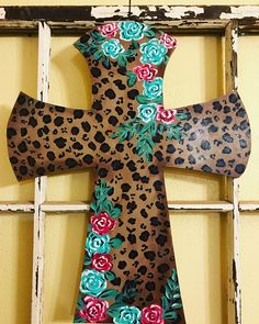 This is a beautiful cross for your wall or door decor. Cheetah print with roses Made by me All acrylic paint used