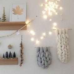 """太めの毛糸""""チャンキーニット""""を使って編まれたファブリックが、この冬大人気。温もりを感じられる注目のニットを使った、お手本にしたいインテリアを集めてみました♡"""