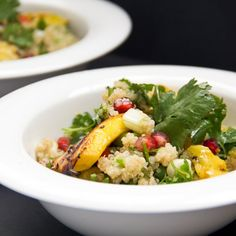 A salad with quinoa, fresh cilantro, grilled mango, fennel seeds and pomegranate. (in Greek/English)