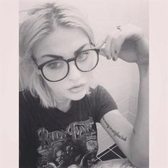 Frances Bean Cobain. So beautiful, just like her father <3