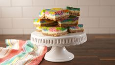 These Rainbow Vanilla Cheesecake Bars Are Mesmerizing Cookie Desserts, Just Desserts, Delicious Desserts, Dessert Recipes, Yummy Food, Delicious Cookies, Holiday Desserts, Vegan Desserts, Dessert Ideas