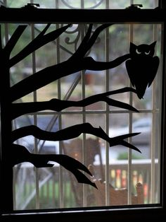 The decoration is designed to seem realistic. For anybody who's prepared to discover creative, Halloween decorations can work in practically any room of the home. It's simple to make a selection of fabulous Halloween decorations for your window. Casa Halloween, Halloween Scene, Halloween Home Decor, Halloween Ghosts, Halloween Ideas, Halloween 2019, Halloween Party, Halloween Crafts, Halloween Stuff
