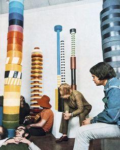 Installations pop en céramique (1967) d'Ettore Sottsass.