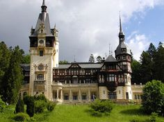 Peles Castle, Cathedrals, Romania, Castles, Places To Travel, Mansions, House Styles, Home, Destinations