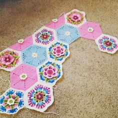 http://www.ravelry.com/projects/lilmaggiemay/fridas-flowers-blanket