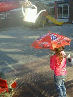 Bij gebrek aan regen, ontdekken wat het water doet! School, Water, Projects, Crafts, Early Childhood, Shades, Clouds, Gripe Water, Log Projects