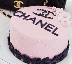Birthday Cake Pictures Chanel - Share this image!Save these birthday cake pictures chanel for later by share this image, a Chanel Birthday Cake, Cute Birthday Cakes, Birthday Cakes For Teens, 25th Birthday, Husband Birthday, Happy Birthday, Pretty Cakes, Cute Cakes, Beautiful Cakes