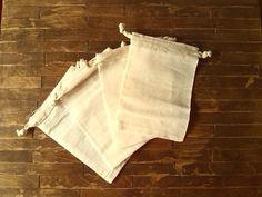 Bolsas de regalo - Bolsas de Muselina cordon para manualidades - hecho a mano por Waine en DaWanda