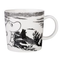 Arabia Finland and Iitala's distinctive mugs and kitchenware are illustrated with classic Finnish characters, including the Moomin collection. Arabia are extremely popular in Finland. Moomin Shop, Moomin Mugs, Classic Dinnerware, Tove Jansson, Scandinavian Interior Design, Mug Cup, Finland, Home Accessories, Adventure