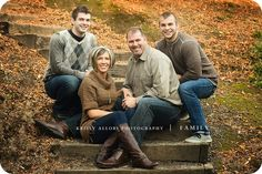 family of five photography poses family pictures with adult children Adult Family Pictures, Adult Family Poses, Large Family Photos, Outdoor Family Photos, Family Christmas Pictures, Family Posing, Family Pics, Work Family, Family Portrait Poses