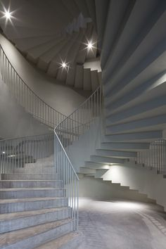 aires mateus designs architecture faculty in tournai, belgium Colour Architecture, Concrete Architecture, Architecture Details, Curved Staircase, Grand Staircase, Staircase Design, Stair Well, Stair Handrail, Modern Stairs