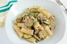 I rigatoni con tonno e zucchine sono un primo piatto molto semplice da preparare, gustoso e abbastanza leggero. Ecco la ricetta
