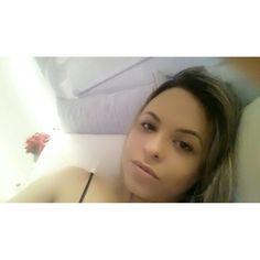 {Sábado Preguiça} Depois do salão... cama pra relaxar depois de um momento só pra mim dedicado à minha beleza! #mereçovai   No rosto || BB Cream de @oboticario, corretivo Toque de Ntaureza Palete, máscara de cílios The Colossal @maybellinenybrasil, lábios batom liquido Sissone @dailuscolor  {Lazy Saturday} After going to th salon to make my mani and my hair it's time to relax whatching some movie!  On my face || @oboticario BB Cream, Toque de Ntaureza Concealer Pallet, The Colossal…