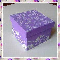 Caixa lilás pequena