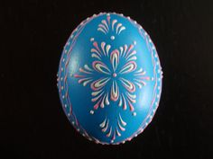 An example of beautiful Pysanka egg. Egg Crafts, Easter Crafts, Diy And Crafts, Christmas Crafts, Christmas Ornaments, Easter Dyi, Happy Easter, Polish Easter, Easter Egg Designs