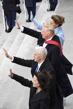 President Donald Trump, First Lady Melania Trump, Vice President Mike Pence, and Karen Pen. Donald Trump Family, Donald And Melania Trump, Donald Trump Jr, First Lady Melania Trump, Presidential History, Presidential Inauguration, Inauguration 2017, Greatest Presidents, American Presidents
