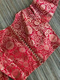 For blue kanjeevaram – Blouse 2 Brocade Blouse Designs, Pattu Saree Blouse Designs, Simple Blouse Designs, Stylish Blouse Design, Designer Blouse Patterns, Brocade Blouses, Costume, Boat Neck, Blouses For Sarees