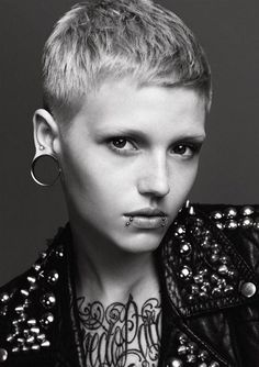 f0855  most amazing punk hairstyles women 19 Most Amazing Punk Hairstyles for Females