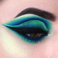 Looking for for inspiration for your Halloween make-up? Navigate here for creepy Halloween makeup looks. Makeup Eye Looks, Eye Makeup Steps, Eye Makeup Art, Beautiful Eye Makeup, Eye Makeup Remover, Crazy Makeup, Eyeshadow Makeup, Amazing Makeup, Crazy Eyeshadow