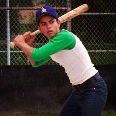 Benny (Mike Vitar) - The Sandlot Sandlot Benny, The Sandlot, Le Gang Des Champions, Mendoza, Baseball Boys, Softball, Baseball Couples, Baseball Birthday, Baseball Photos