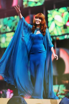 Florence Welch Maxi Dress - Florence Welch was a hippie babe in a ruffled fuchsia maxi dress by Gucci at the GQ Men of the Year Awards. Florence And The Machine, Florence The Machines, Florence Welch Style, Gucci Gown, Red Carpet Fashion, 70s Fashion, Dream Dress, Boho Chic, Bohemian