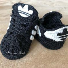 10 Baby Booties Sample Crochet Converse, Booties Crochet, Crochet Shoes, Cute Crochet, Baby Booties, Crochet Baby, Knit Crochet, Baby Shoes Pattern, Shoe Pattern