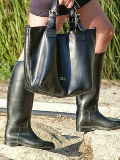 Wellies Rain Boots, Black Rain Boots, Rain Wear, Pepe Jeans, Trench, Beautiful Outfits, Rubber Rain Boots, Riding Boots, Sexy