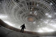 美しさに鳥肌立った。ファンタジーな世界の廃墟17選 ブルガリアの前共産党本部、ブルガリア
