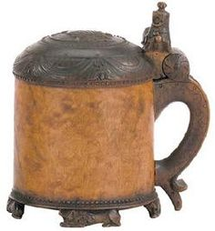 A wonderful carved, footed burl wood Norwegian ale tankard. 17th century, nice thumb lift, wooden hinges.