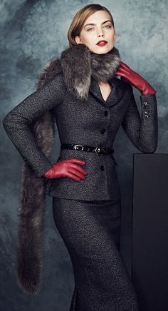Marks and Spencer ladylike skirt suit Office Fashion, High Fashion, Womens Fashion, Fashion Fashion, Elegant Gloves, Leder Outfits, Look Chic, Madame, Suits For Women